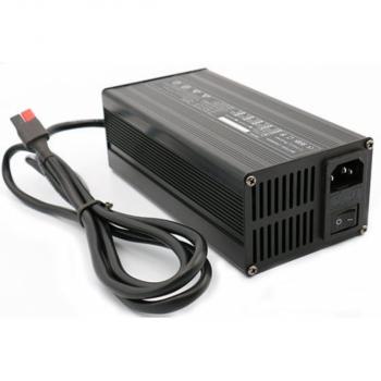 Lithium accu lader 48V 6A vol automatisch